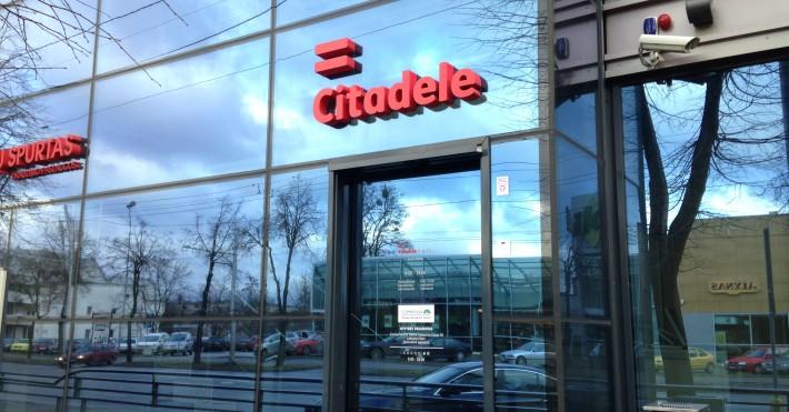 Citadele Kauno filialo įėjimas
