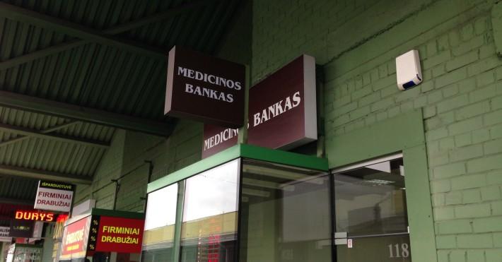 Medicinos bankas iškaba prekybos miestelyje URMAS