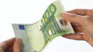 100 eurų banknotas turi šiugždėti
