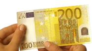 Perbraukite per 200 eur banknoto apačią