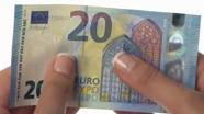 20 eurų banknotas turi šiugždėti