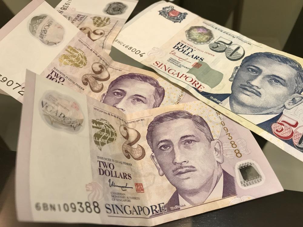 50 SGD ir 2 SGD banknotai
