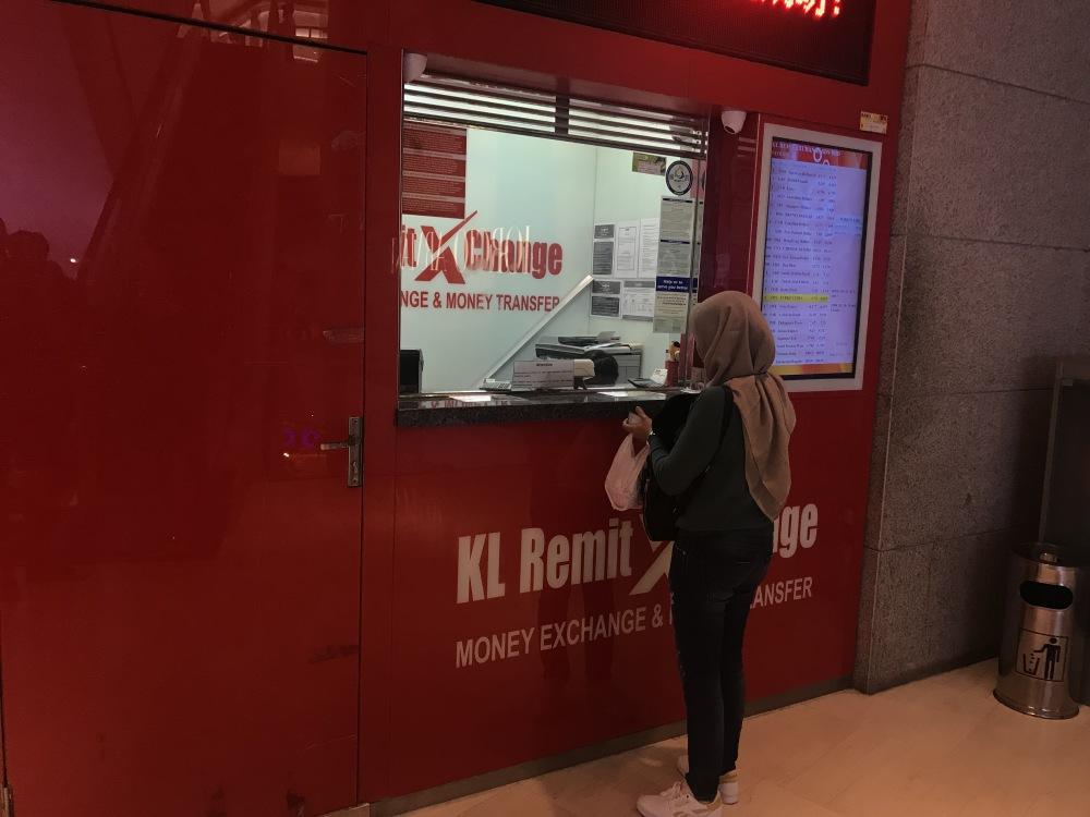 KL Remit keitykla, esanti antrame aukšte Pavilion centre