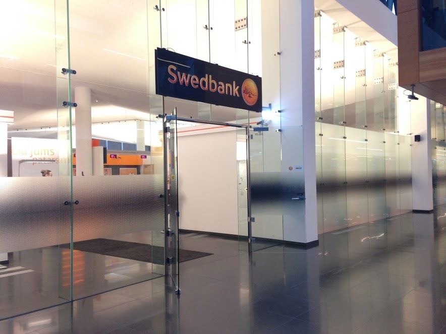 """""""Swedbank"""" įtariamas pinigų plovimu"""