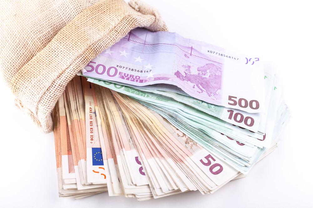 Bankai už indėlius siūlo minimalias palūkanas (Bankai.lt)