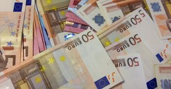 Bauda kreditų bendrovėms, pinigai mini