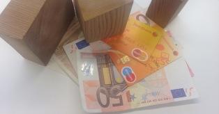 """""""Swedbank"""" duomenimis, mokėjimų kortelėmis apimčių mažėjimas pastebėtas ne tik apgyvendinimo, maitinimo ir oro uostų sektoriuose mini"""